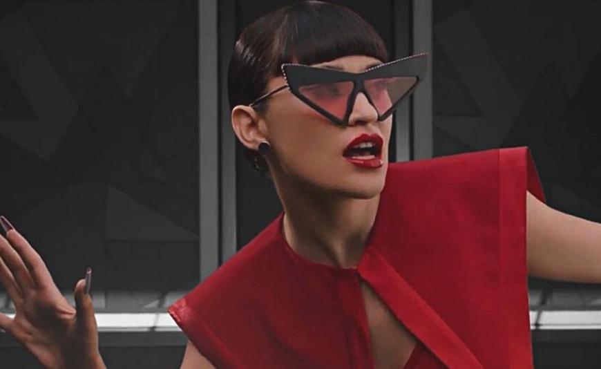 """Extreme Cat-eye de la Gucci, in noul videoclip """"Навсегда"""", prima piesa in rusa a artistei Irina Rimes"""